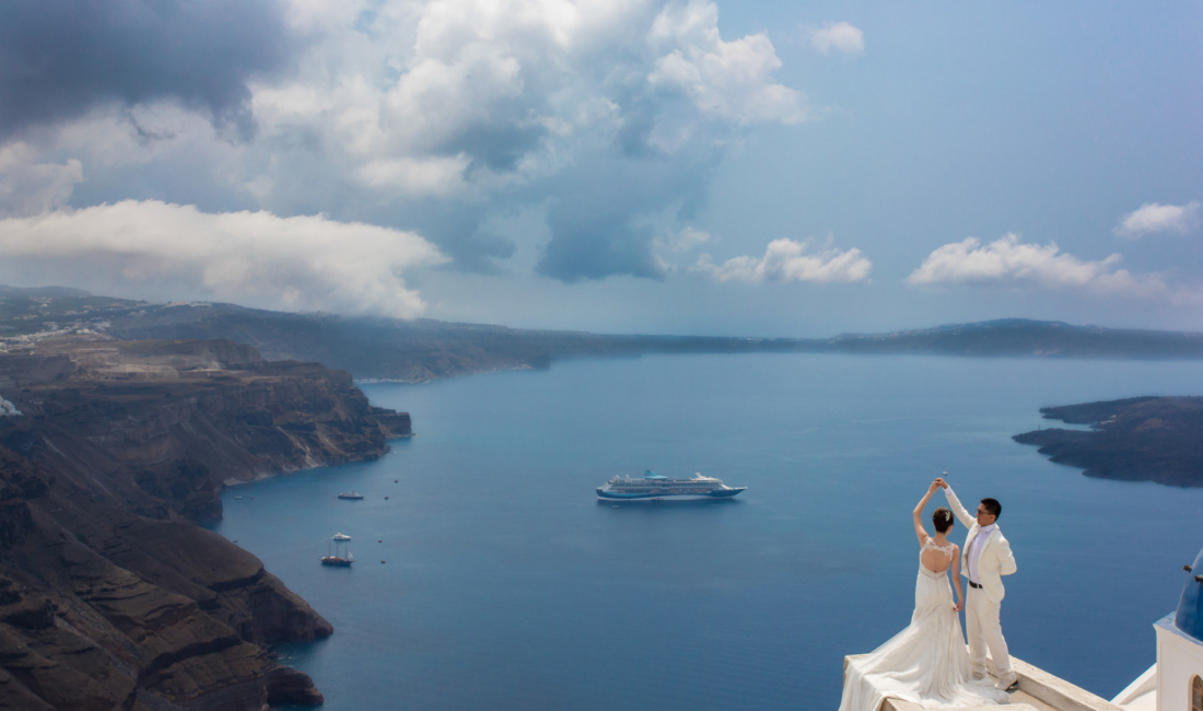 Wedding love in Santorini